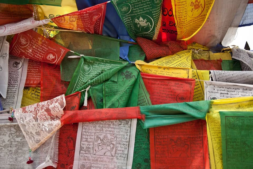 5 Kinds of Buddhist Prayer Flags To Have